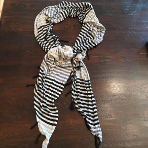 NWOT Steve Madden Black/Gray Stripe Scarf